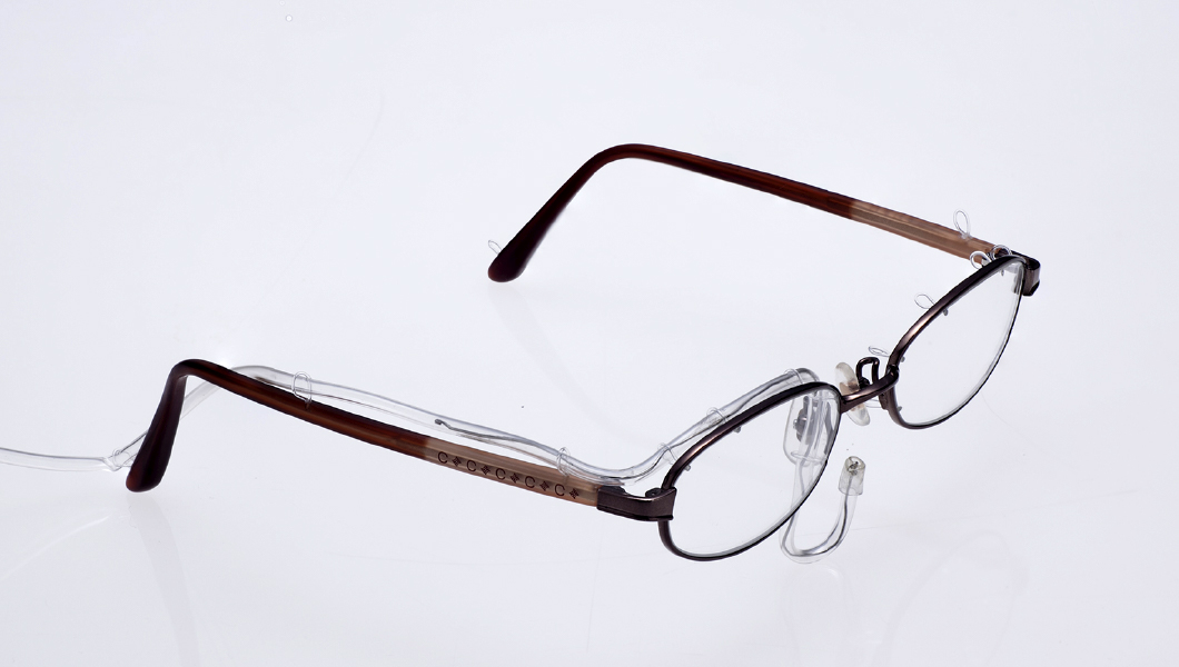 特殊なメガネ