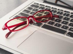 高いメガネと安いメガネって何が違うの?