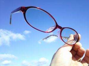メガネのレンズ、さわったらダメって本当?