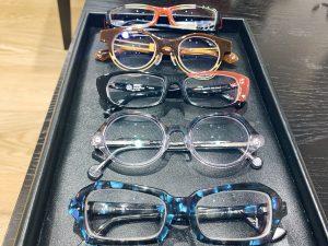 メガネはいくつ持つのが正解?使い分けはどうする?